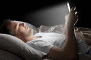 Leer de una tableta o smartphone antes de acostarse puede afectar la calidad del sueño